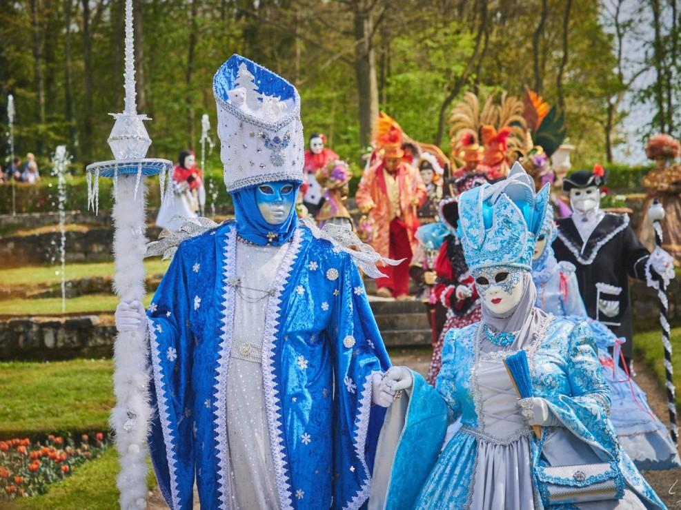 Les costumes de Venie aux jardins d'annevoie 2017 – 100 mm – Les costumes de Venise aux jardins d annevoie 2017 NIKON D800E 100 mm 6.32040 – avr. 30 2017 – NIKON D800E