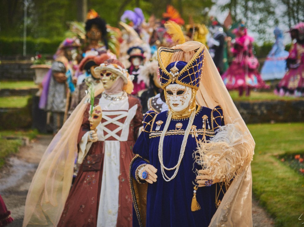 Les costumes de Venie aux jardins d'annevoie 2017 – 120 mm – Les costumes de Venise aux jardins d annevoie 2017 NIKON D800E 120 mm 42121 – avr. 30 2017 – NIKON D800E