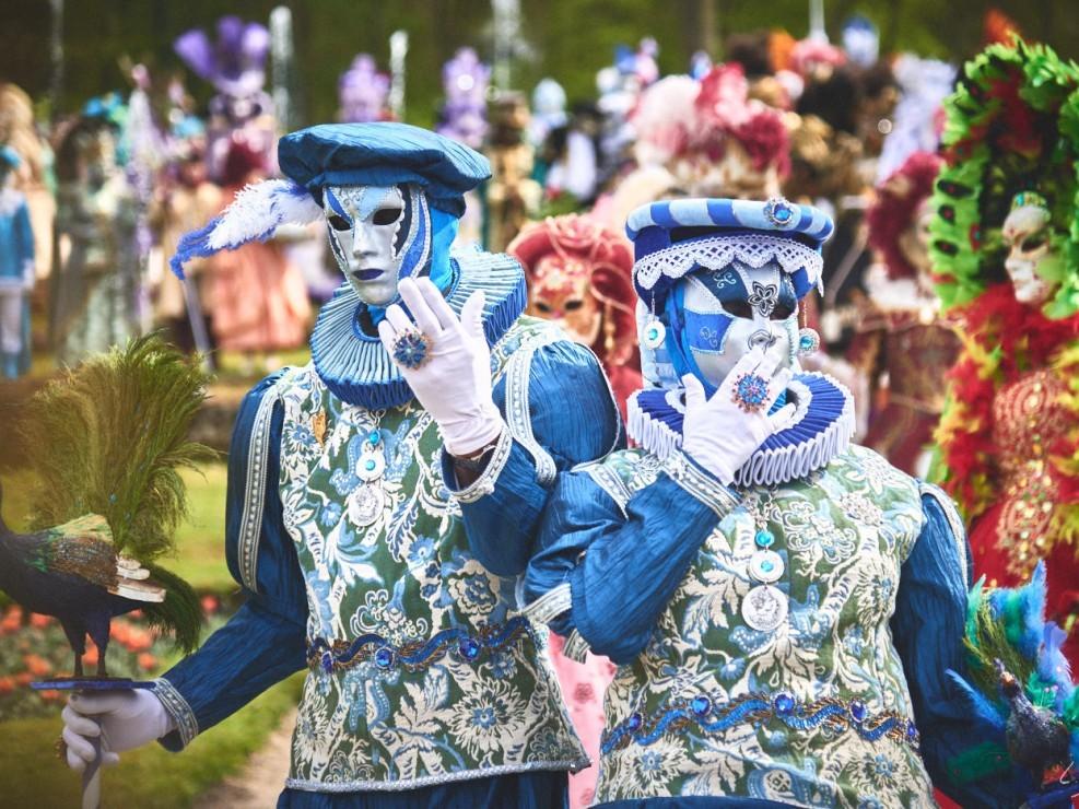 Les costumes de Venie aux jardins d'annevoie 2017 – 120 mm – Les costumes de Venise aux jardins d annevoie 2017 NIKON D800E 120 mm 42179 – avr. 30 2017 – NIKON D800E