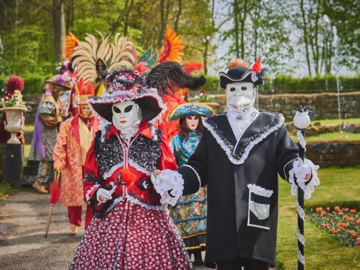 Les costumes de Venie aux jardins d'annevoie 2017 – 120 mm – Les costumes de Venise aux jardins d annevoie 2017 NIKON D800E 120 mm 6.32034 – avr. 30 2017 – NIKON D800E