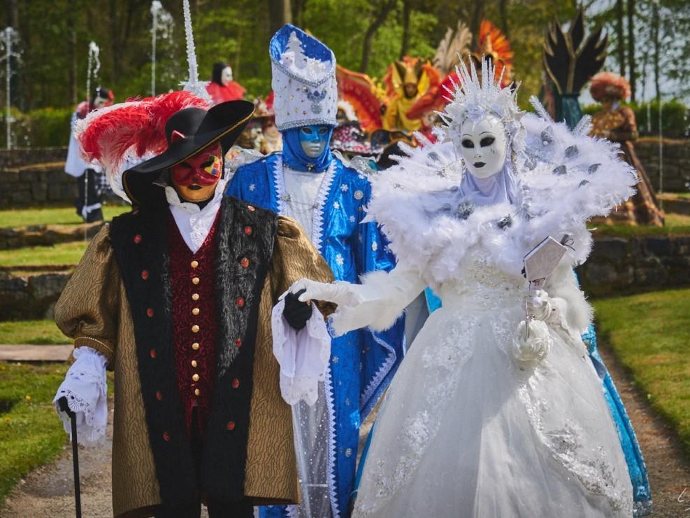 Les costumes de Venie aux jardins d'annevoie 2017 – 120 mm – Les costumes de Venise aux jardins d annevoie 2017 NIKON D800E 120 mm 6.32046 – avr. 30 2017 – NIKON D800E