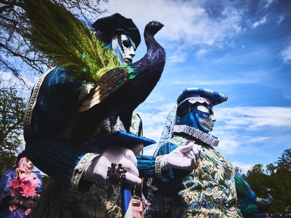 Les costumes de Venie aux jardins d'annevoie 2017 – 28 mm – Les costumes de Venise aux jardins d annevoie 2017 NIKON D800E 28 mm 5.62549 – avr. 30 2017 – NIKON D800E