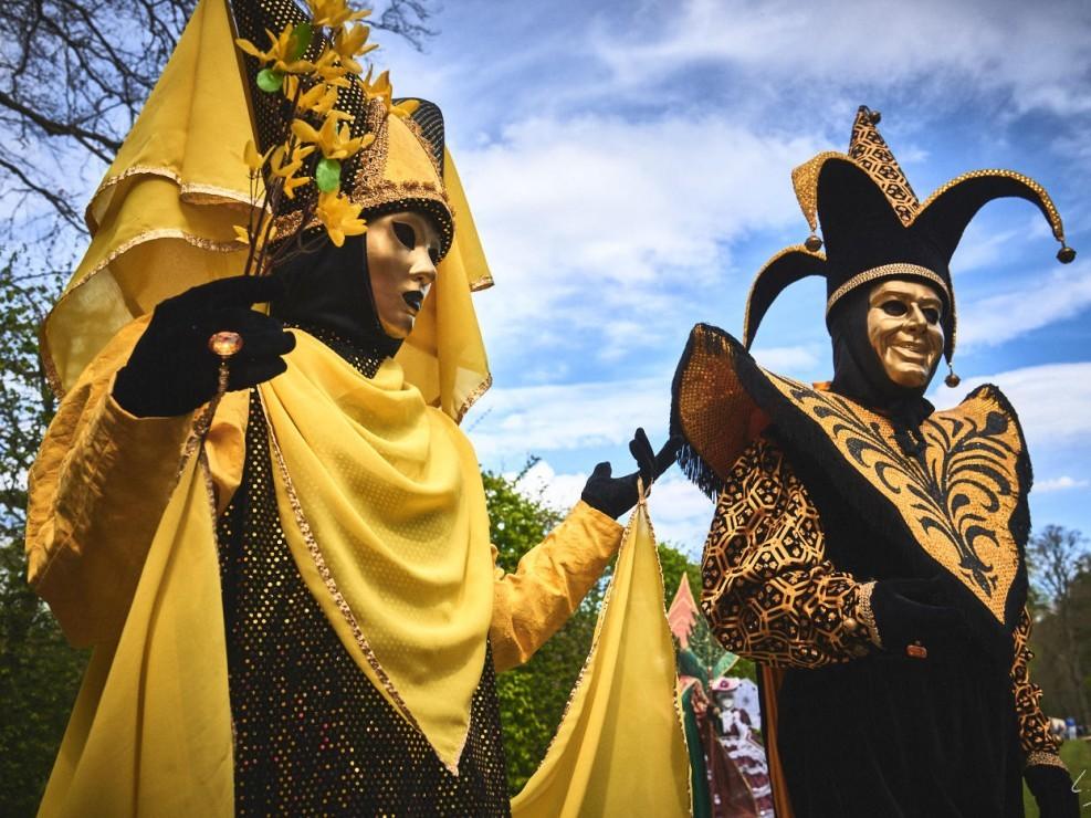 Les costumes de Venie aux jardins d'annevoie 2017 – 34 mm – Les costumes de Venise aux jardins d annevoie 2017 NIKON D800E 34 mm 7.12305 – avr. 30 2017 – NIKON D800E