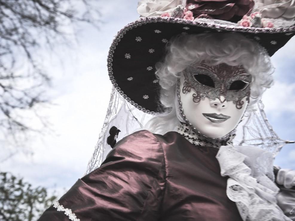 Les costumes de Venie aux jardins d'annevoie 2017 – 55 mm – Les costumes de Venise aux jardins d annevoie 2017 NIKON D800E 55 mm 7.12282 – avr. 30 2017 – NIKON D800E