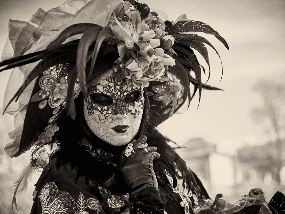 Les costumes de Venie aux jardins d'annevoie 2017 – 85 mm – Les costumes de Venise aux jardins d annevoie 2017 NIKON D800E 85 mm 43135 – avr. 30 2017 – NIKON D800E