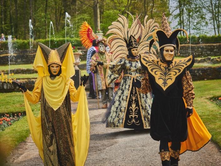 Les costumes de Venie aux jardins d'annevoie 2017 – 86 mm – Les costumes de Venise aux jardins d annevoie 2017 NIKON D800E 86 mm 6.32016 – avr. 30 2017 – NIKON D800E