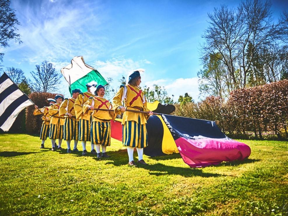 les alfers namurois aux jardins d'annevoie 2017 – 24 mm – Les costumes de Venise aux jardins d annevoie 2017 NIKON D800E 24 mm 42705 – avr. 30 2017 – NIKON D800E